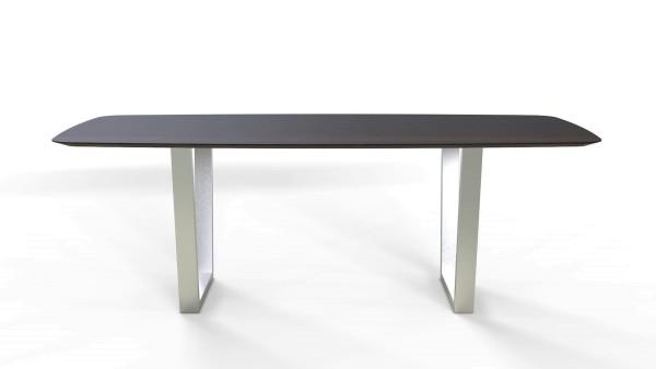 Esstisch Jevo mit bootsförmiger Tischplatte aus nachhaltigen Massivholz