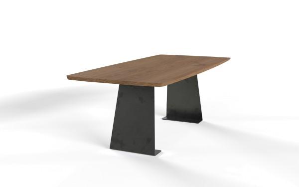 Esstisch Kerala mit bootsförmiger Freiform Tischplatte aus nachhaltigen Massivholz