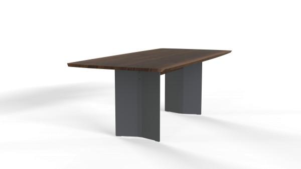 Esstisch Dive mit bootsförmiger Freiform Tischplatte aus nachhaltigen Massivholz