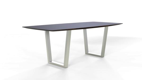 Esstisch Jevo mit exklusiver Freiform Tischplatte aus nachhaltigen Massivholz