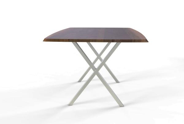 Esstisch Opus mit bootsförmiger Freiform Tischplatte aus nachhaltigen Massivholz