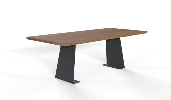 Esstisch Kerala mit rechteckiger Tischplatte aus nachhaltigen Massivholz
